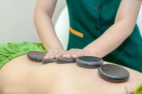 Liệu trình hỗ trợ điều trị thoái hóa đốt sống cổ (Tặng Ngâm Chân + Đá Muối Chân) - Golden Moon Spa