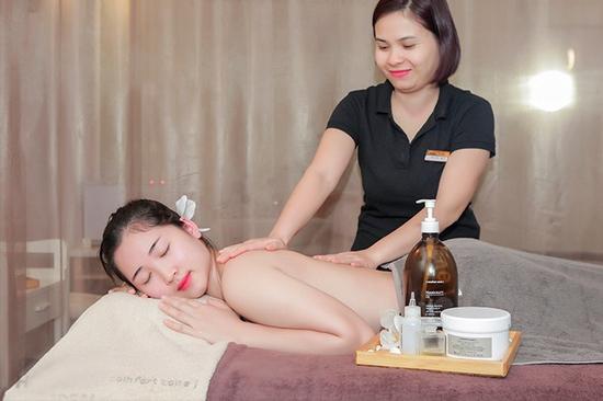 Combo 3 dịch vụ: xông hơi + ngâm chân thuốc bắc + Massage đá nóng Italy tại The Muse Spa