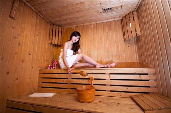 Xông hơi đá muối Himalaya + xông hơi thảo dược tại Phương Đông Massage