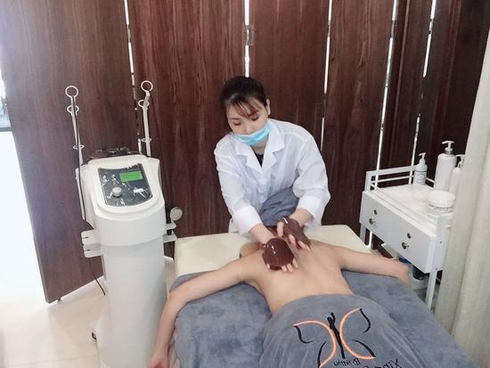 Trị liệu đau nhức xơ hóa cơ bằng sóng cao tần Radio tại Xing Beauty Medi