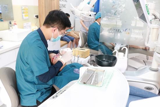 Bọc răng sứ Titan-Crom-Niken + Miễn phí chụp phim Panorama tại Nha Khoa Thẩm Mỹ Quốc Tế Uni Dental
