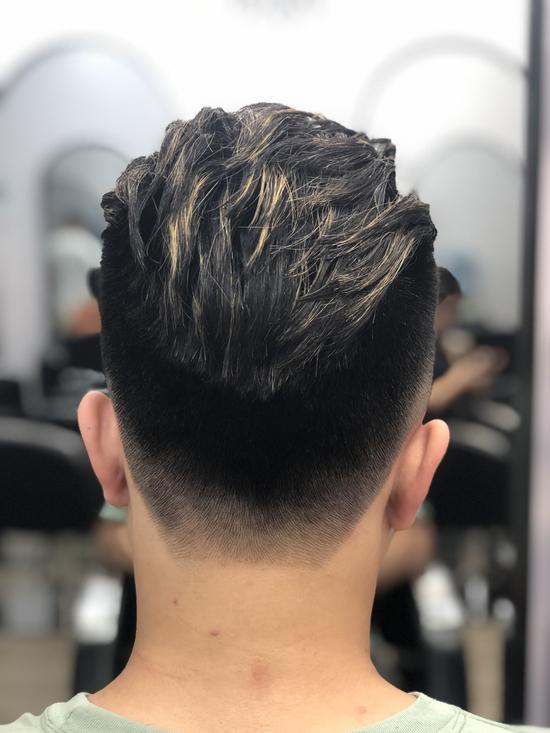Cắt Tạo kiểu cho nam + Gội xả + Dưỡng + Cạo mặt nhẹ nhàng + Massage mặt tại Wind Hair Studio
