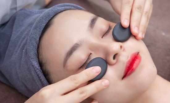 Chọn 1 trong 3 dịch vụ: Chăm sóc da đá nóng/ Trị mụn/ Trị thâm cùng Lotus Beauty - Cosmetics