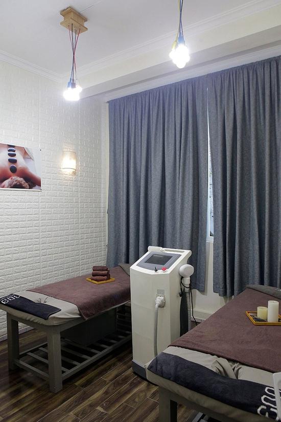 Xông hơi + ngâm chân thuốc bắc + Massage Aromasoul tinh dầu Italy tại The Muse Spa
