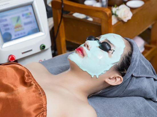 Trẻ hóa da mặt công nghệ Laser Carbon tại Paula's Choice Spa & Beauty