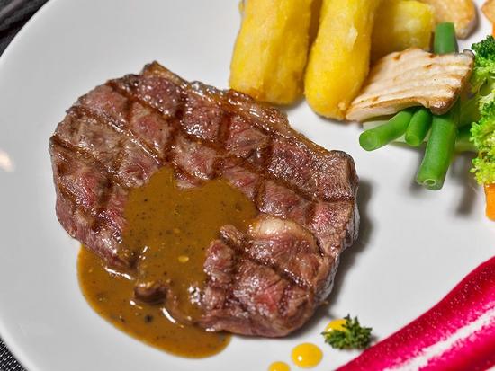 Thưởng thức Combo Steak Thượng hạng Cho 01 Người tại Nhà hàng Wine & Steak House Hồ Tây