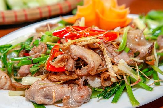 Mẹt Lợn Mán đầy đặn 8 món ngon hấp dẫn cho 04 người tại Nhà Hàng Hoa Ban Quán
