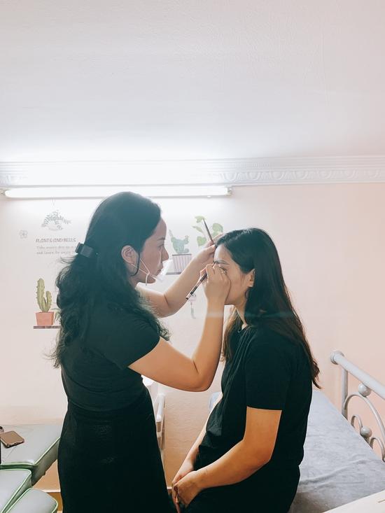 Điêu khắc lông mày tự nhiên + tặng 1 lần nối mi hoặc uốn mi tại Lilian Spa