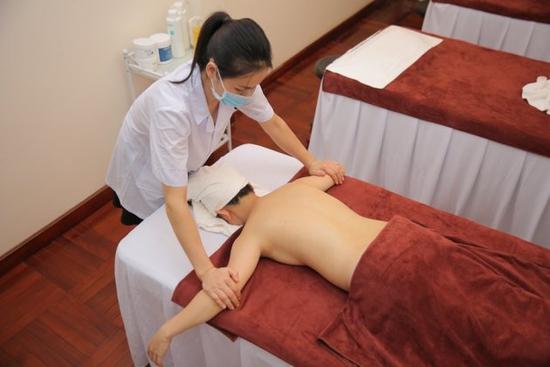60 phút thư giãn với Massage body bằng tinh dầu thiên nhiên tại Lalisa Spa