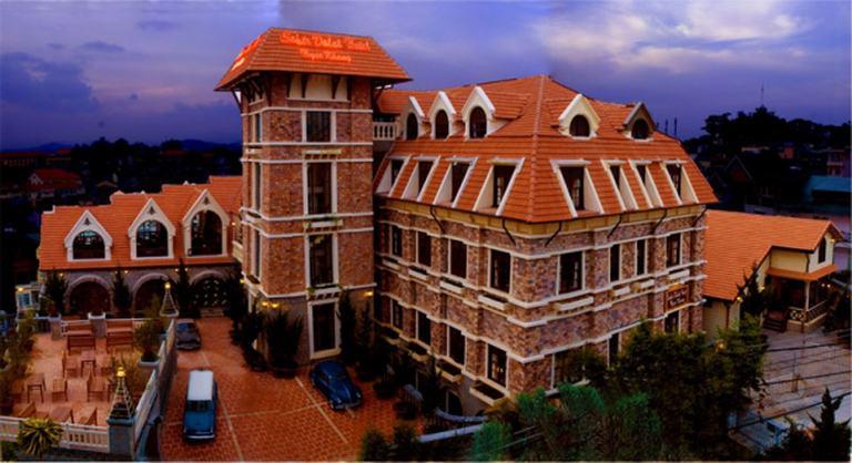 Khách sạn Saphir Đà Lạt 4 sao - Phòng Deluxe cho 2 người kèm Buffet sáng chỉ với 670.000đ