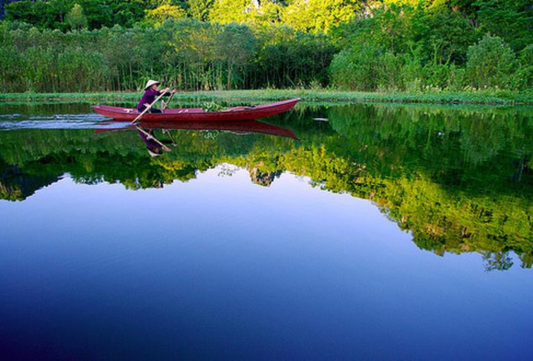 Du xuân, vãn cảnh chùa Hương, cầu bình an cho năm mới với Tour Hà Nội - Chùa Hương, đi về trong ngày. Chỉ 370.000đ/người