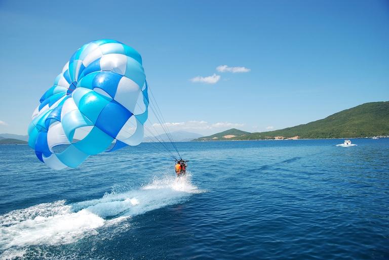 Du ngoạn 4 đảo kết hợp lặn biển Nha Trang, Hòn Mun, Hòn Một, Bãi Tranh và Thủy cung Trí Nguyên.
