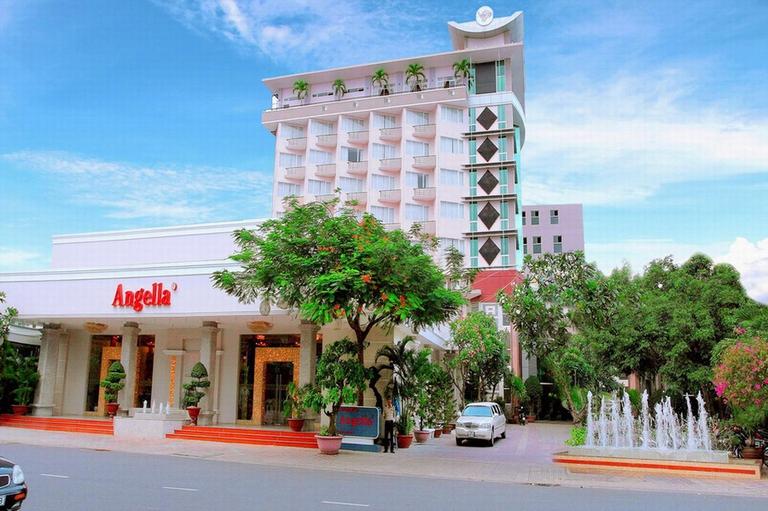 Angella Hotel Nha Trang 3* - Có hồ bơi - 3 phút tản bộ tới biển