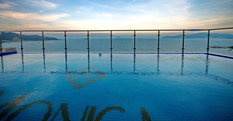 Monica Hotel Nha Trang 4 * - 3 phút tản bộ đến biển + phòng Deluxe seaview