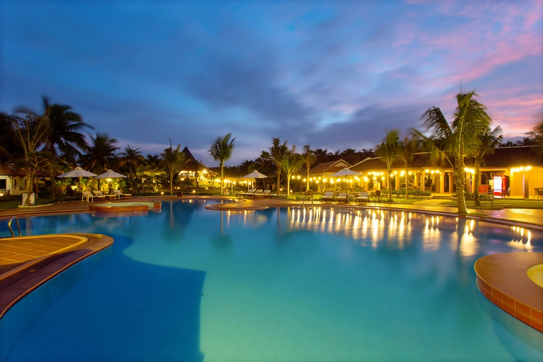 Tropical Beach Hội An Resort 4*