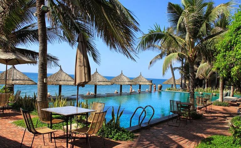 Lotus Village Resort 4*: Phòng Standard Room Garden View - Hillside 2N1Đ + 01 bữa ăn sáng buffet dành cho 02 người.